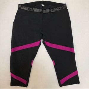 Under Armour: black cropped leggings w pink accent